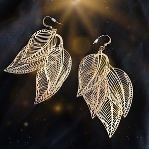 Jewelry - Dangling Leaf Earrings